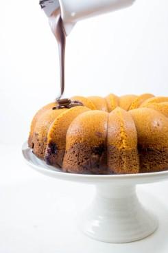 Marmorkuchen mit Kirschen